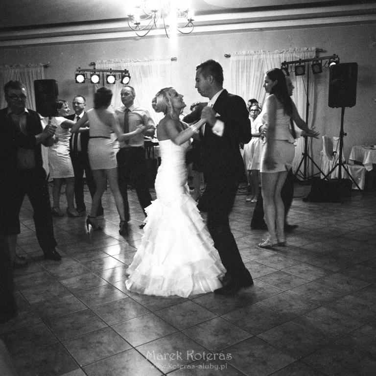 ilford_hp5_400@1600_wedding_002  Ślub na kliszy ilford hp5 400 1600 wedding 002 pp w768 h768